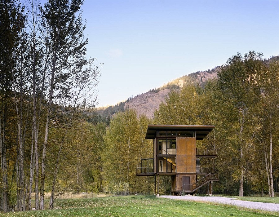 Raw natural materials, glass and steel shape the sustainable weekend retreat