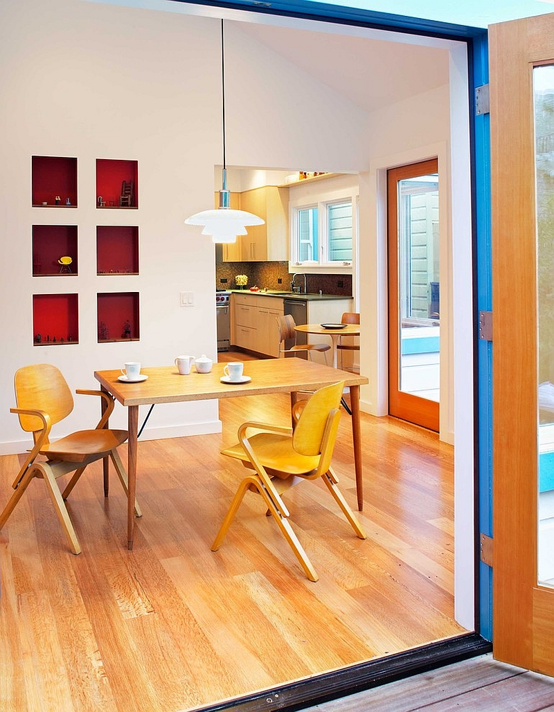 Restrained way of using red in the contemporary dining room [Design: Chr DAUER Architects]
