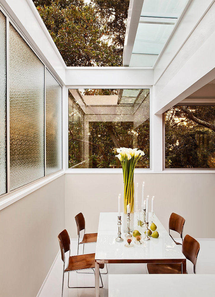 Retractable skylight brings a touch of romance to the small dining room! [Design: Studio Schicketanz]