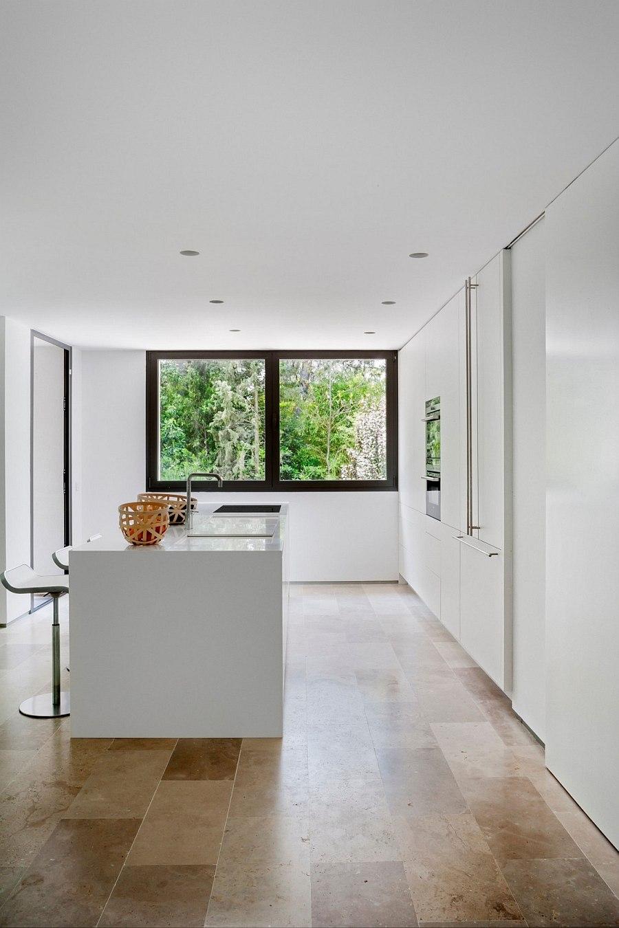 Sleek, ultra-modern kitchen in white
