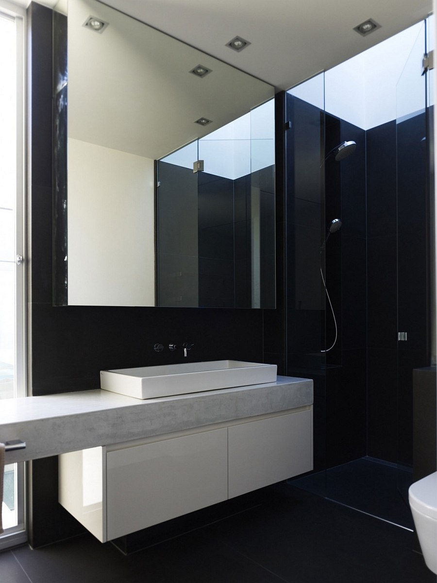 Touch of black brings sophistication to the bathroom