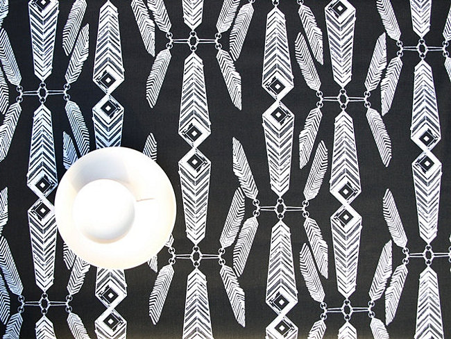 Black and white feather-motif tablecloth from Dreamzzz