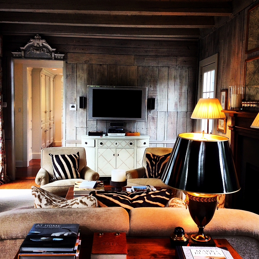 Black lamp shades accentuate the appeal of the pillows
