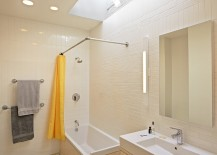 Eclectic-bathroom-with-a-cool-grazing-skylight-217x155