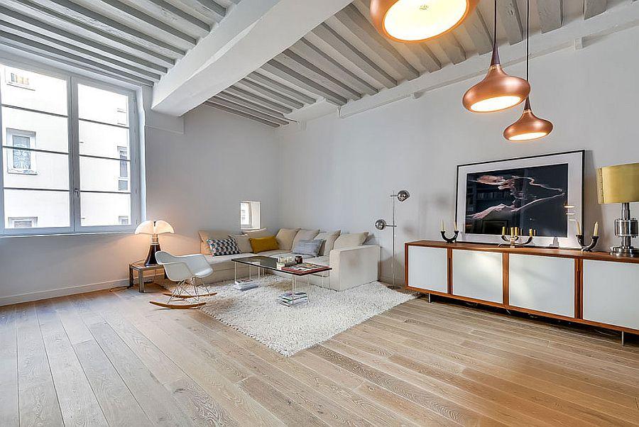 Elegant, cozy decor and brilliant pendants shape the living area