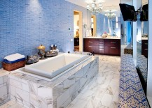 Exquisite use of blue tile in the bathroom 217x155 15 Eclectic Bathrooms with a Splash of Delightful Blue
