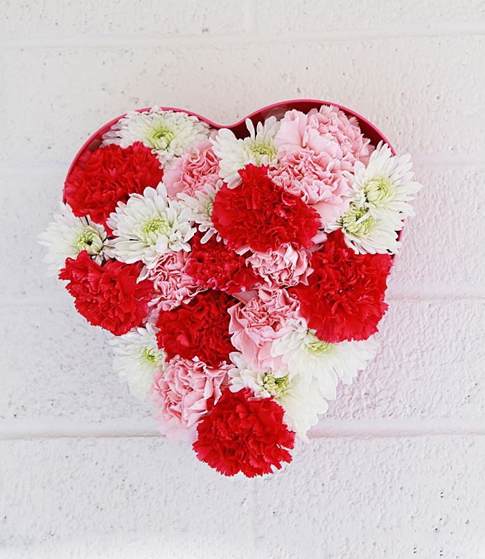 Floral heart installation from A Bubbly Life