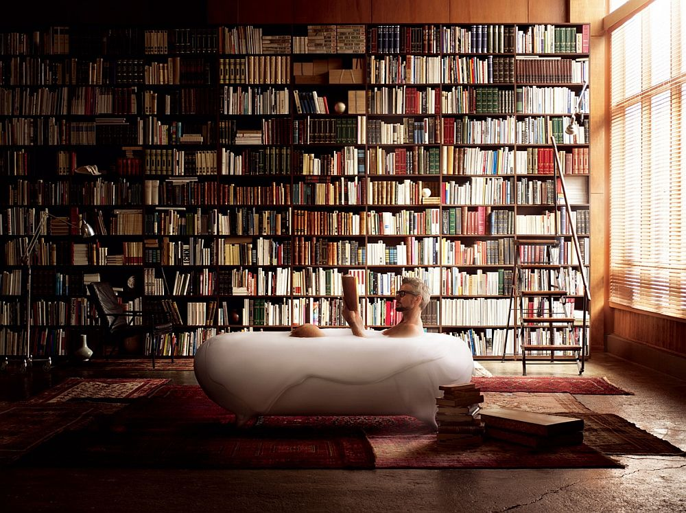 Foam spa in the bathroom along with an imposing shelf full of books [Design: Kenya Hara]