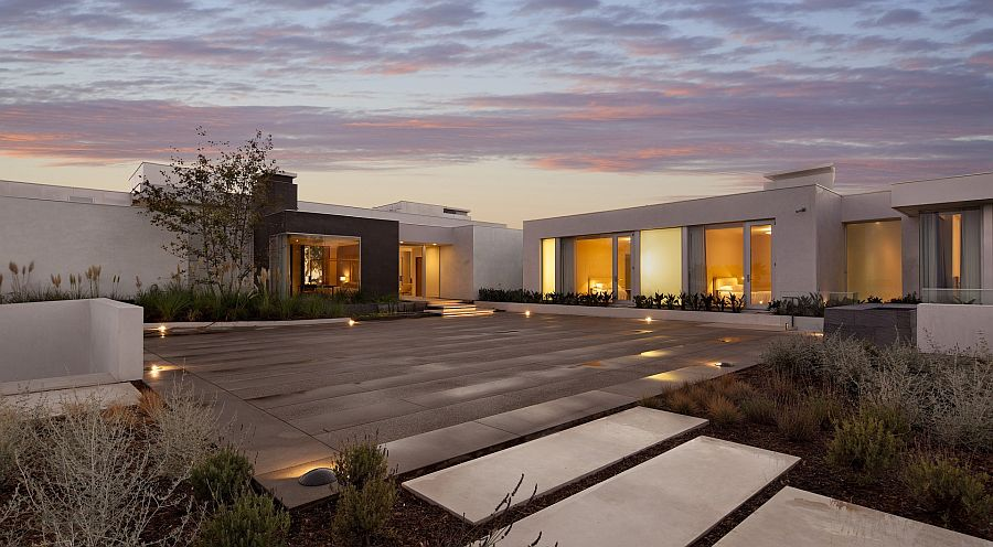 Gorgeous courtyard comes alive after sunset thanks to lovely lighting