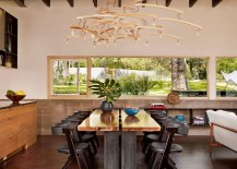 Large-window-connects-the-oudtoor-with-the-dining-space-visually-217x155