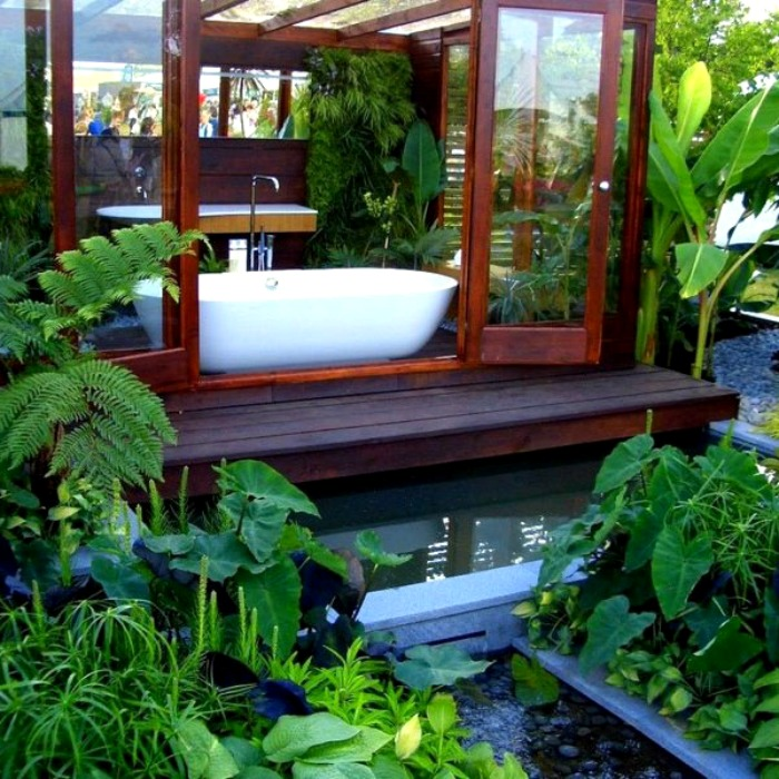 An indoor/outdoor tub for garden bathing