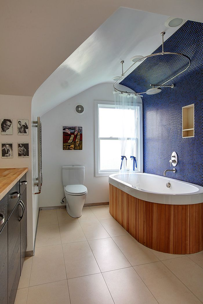 Penny tiles in blue create a fascinating backdrop 15 Eclectic Bathrooms with a Splash of Delightful Blue
