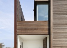 Sliding panels and glass doors connect the interior with the oudtoors