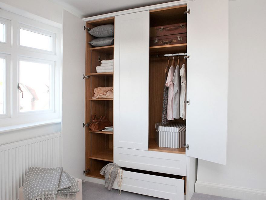 Small closets benefit from the capsule wardrobe concept