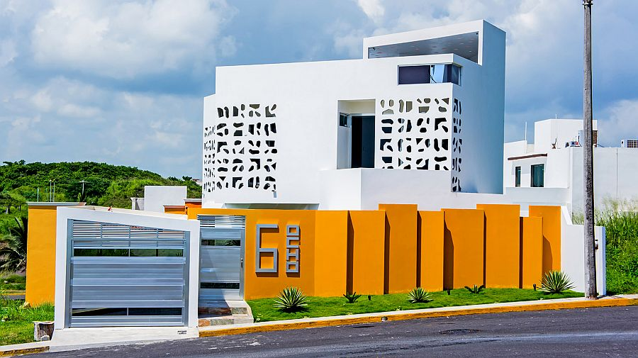 Street facade of the Nest House in Alvarado, Veracruz