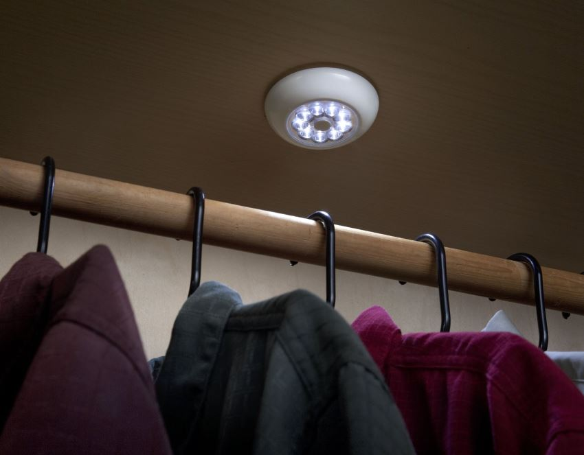 10 affordable wireless closet lighting solutions for Wireless closet lighting