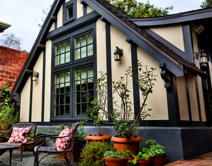 6 berkeley cottages tiny houses from the past for Small tudor homes