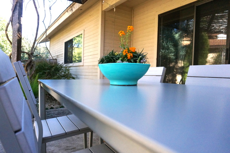 Turquoise planter enlivens an an outdoor seating area