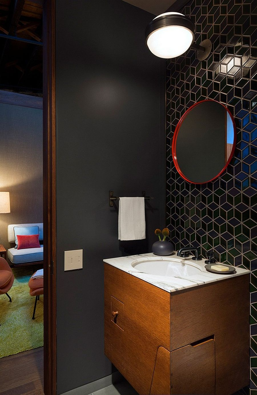 Wall tiles bring geometric pattern to the bathroom