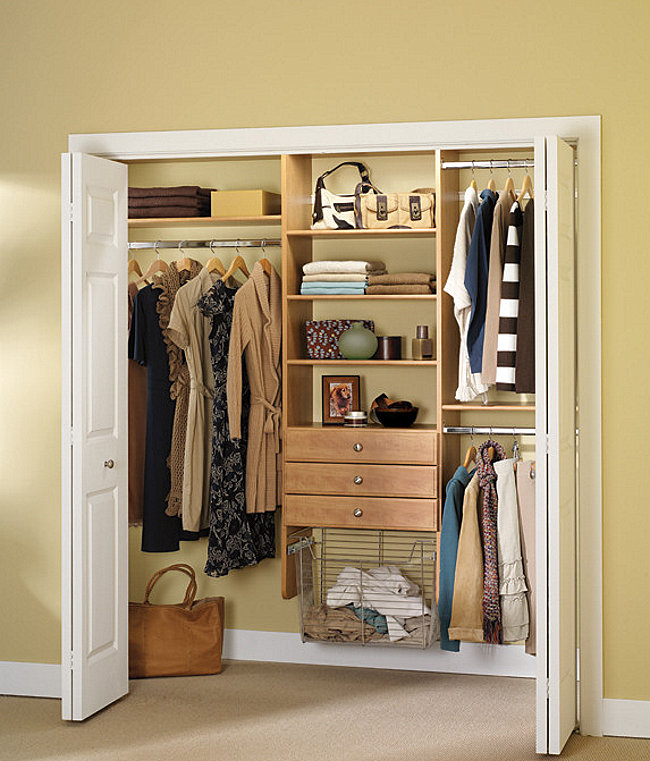 Well-organized small closet