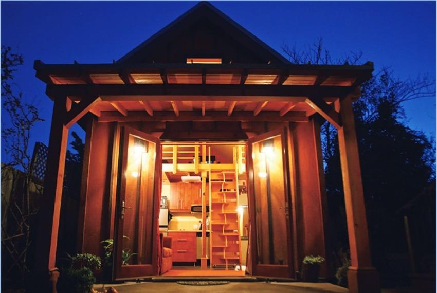 Karen's Cottage exterior at night