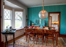 A-different-approach-to-the-accent-wall-design-in-the-tropical-dining-room-217x155