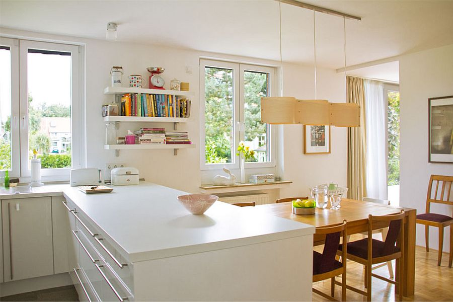Add curvy beauty to the kitchen with the cool suspension lamp [Design: Lisa Nieschlag from Liz & Jewels]