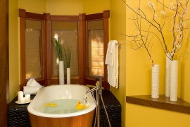 Asian style bathroom in yellow with a relaxing ambiance