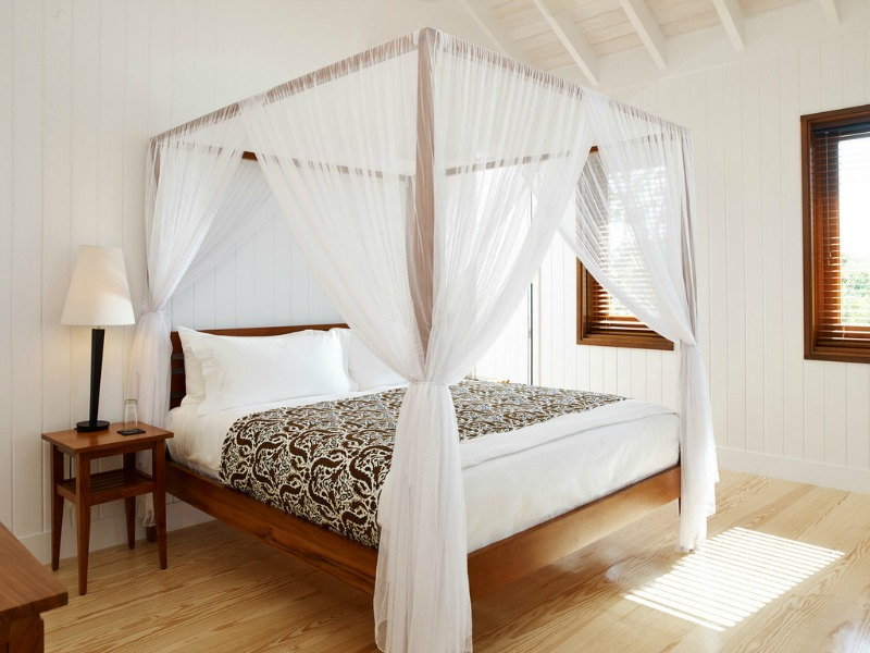 Cool white and warm wood is ideal for a quiet bedroom