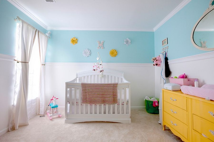 Charming nursery in white, light blue and yellow [Design: LLB Design]