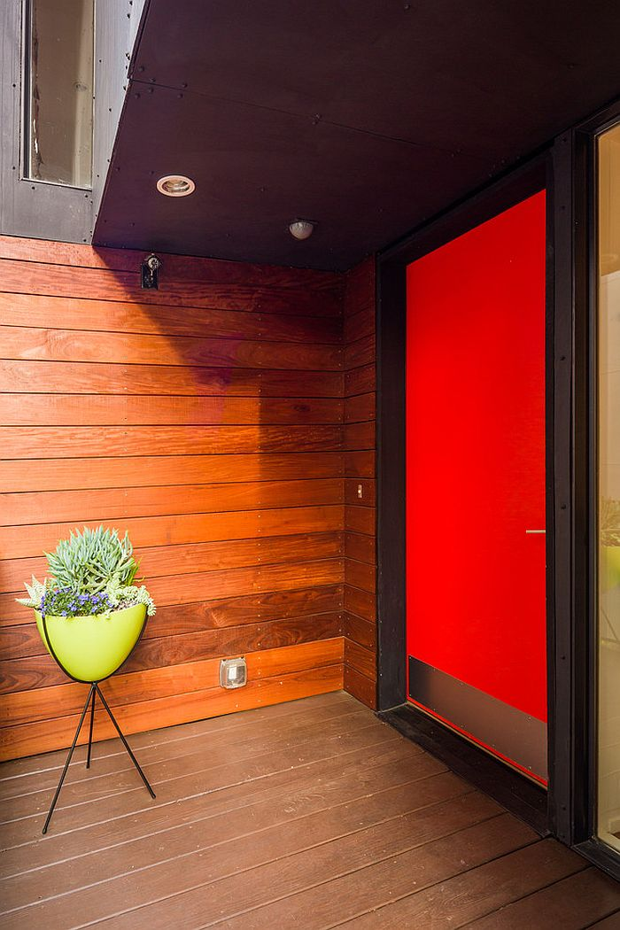 Contemporary entry with plenty of color