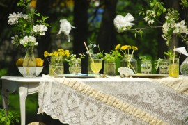 Dandelion table  Green and Gorgeous Garden-Inspired Table Settings Dandelion table