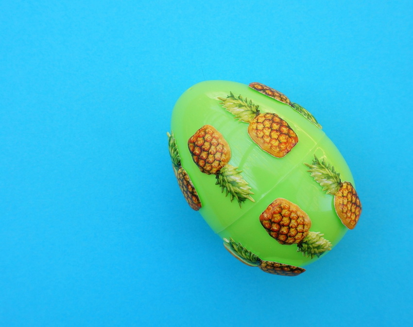 Easter egg with a pineapple pattern