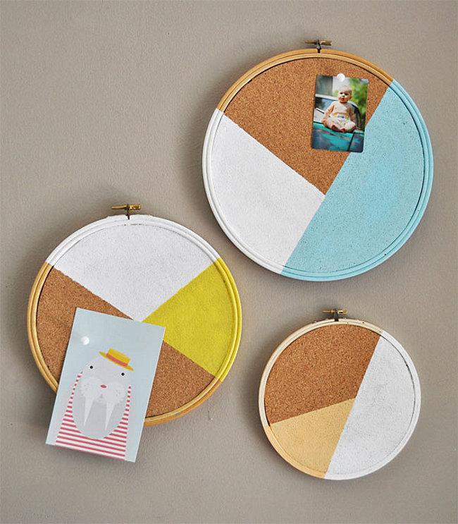 Embroidery hoop cork board idea