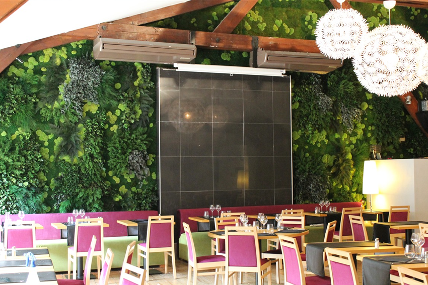 Flowerbox Nature Green Wall in Restaurant