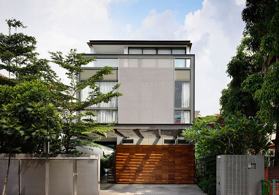 House on Princess of Wales Road in Singapore by Hyla Architects Lavish Modern Home in Singapore Captivates with a Smart Private Courtyard