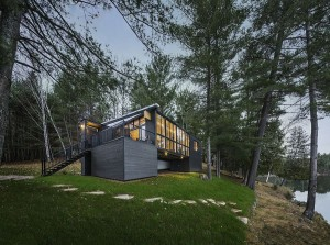Ingenious prefab cabin with a rustic and aesthetic exterior