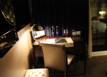 Jade Hotel Desk Area