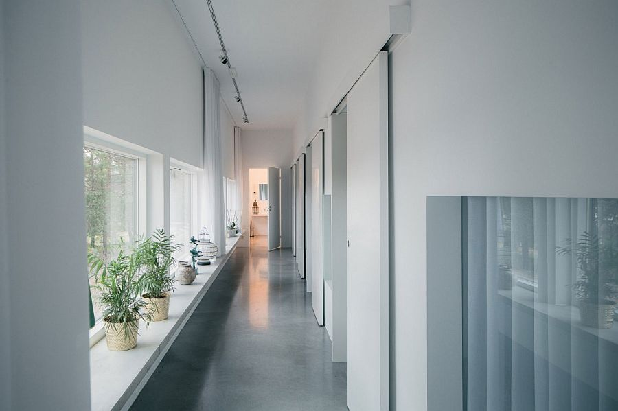 Long corridor leading to the bedrooms