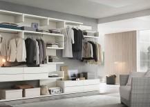 Modualr units shape a versatile walk-in closet