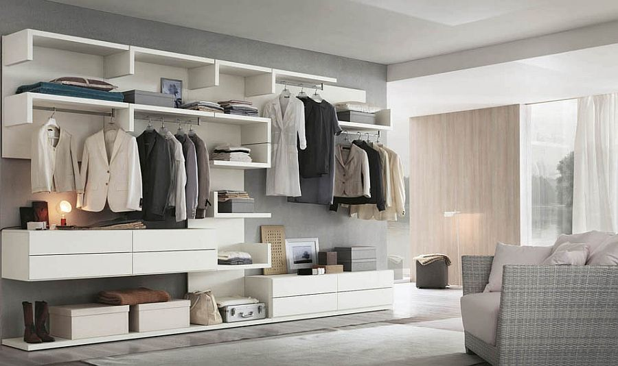 Modualr units shape a versatile walk-in closet