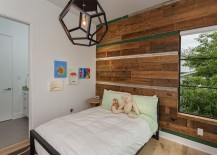 Natural materials help shape a relaxed ambiance inside the kids' room