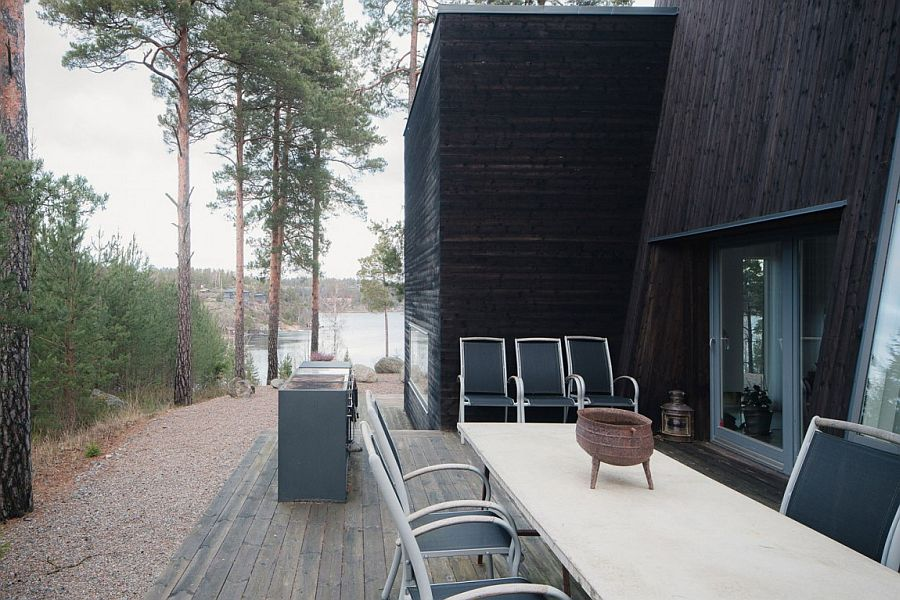 Outdoor dining and barbecue area of the stylish home in Ingaro