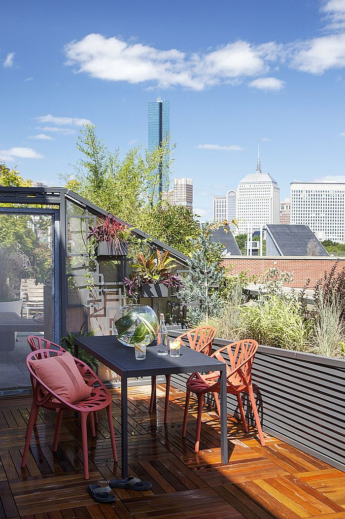 Private deck offering wonderful views of the city skyline