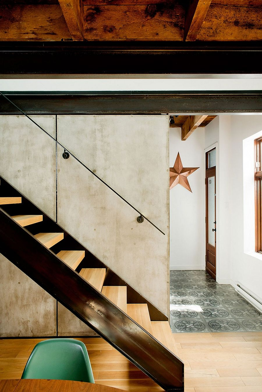 Simple and elegant staircase design saves up on space