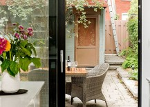 Sliding-glass-doors-connect-the-kitchen-with-the-backyard-217x155