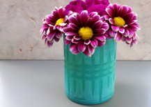 Spring arrangement of daisies and a carnation 217x155 20 Colorful Easter DIY Projects