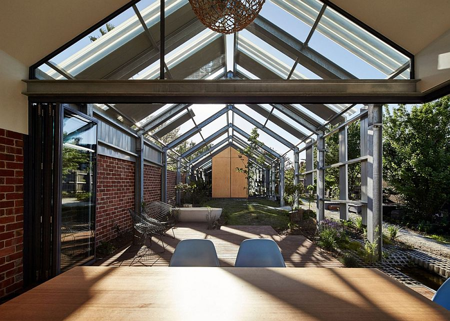 Structure of the house blurs the line between the interior and outdoors