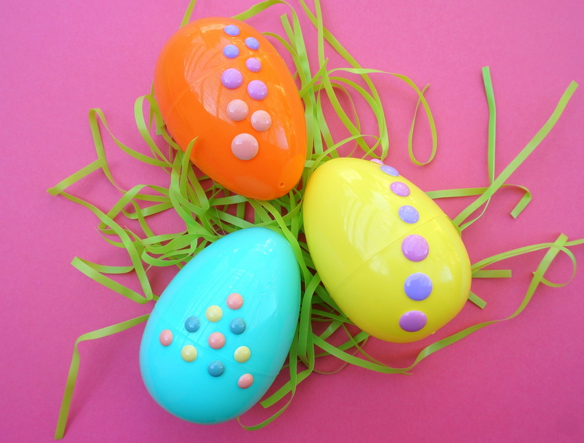 Three Easter eggs with dots