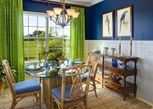 Blue and green give the room its tropical flavor